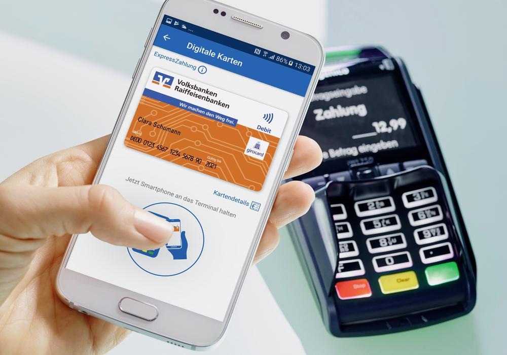 Einfach per Smartphone bezahlen: Die Volksbank BraWo macht es möglich. Foto: BraWo