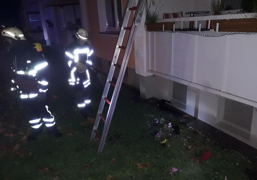 In der Nacht brannte ein Blumenkaste in der Ernst-Moritz-Arndt Straße. Fotos: Feuerwehr Wolfenbüttel