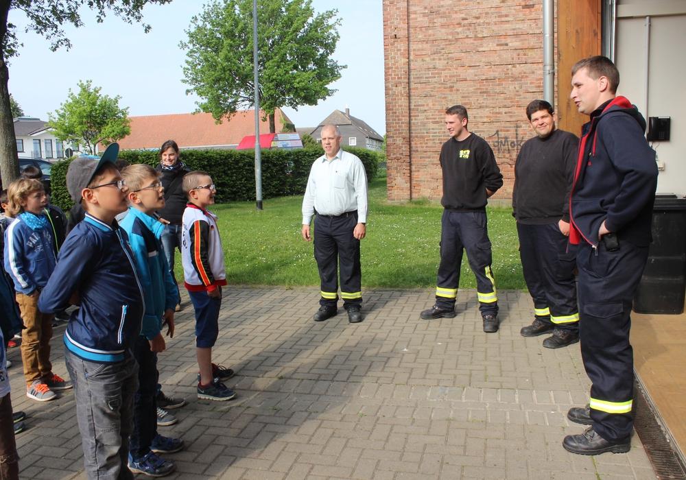 Im Rahmen der Branderziehung besuchten zwei dritte Klassen der Grundschule Fümmelse die Feuerwache. Fotos: Anke Donner