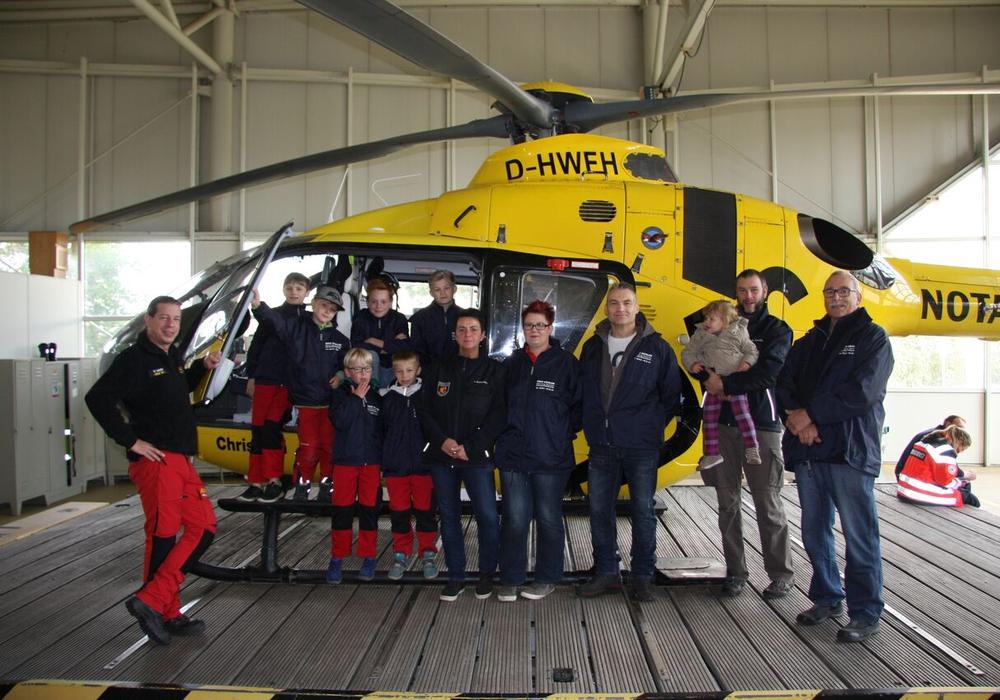 Die Kinderfeuerwehr Apelnstedt besuchte den Rettungshubschrauber Christoph 30. Foto: Privat