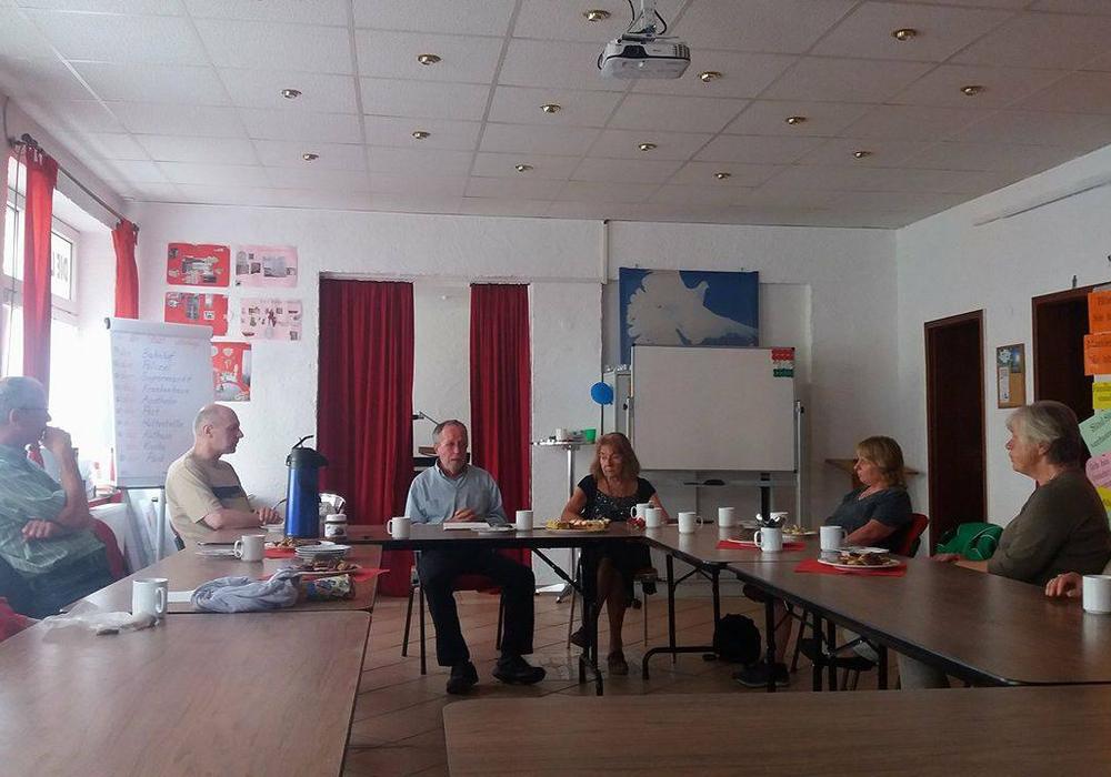 Das Sozialcafé der Linken geht in die Sommerpause. Vorher gab es noch einen Vortrag zum Thema Sucht. Foto: