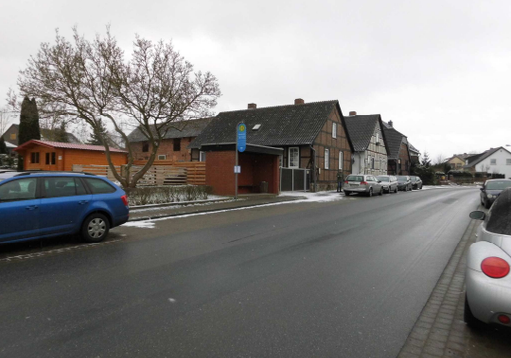 Bushaltestelle am Rosendamm im Zentrum von Rümmer. Foto: Samtgemeinde Velpke; Ingenieurbüro Weinkopf