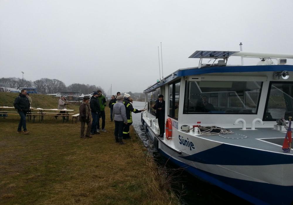 Auch die Crew des Autostadt-Bootes wurde mitverpflegt. Foto: Freiwillige Feuerwehr Vorsfelde