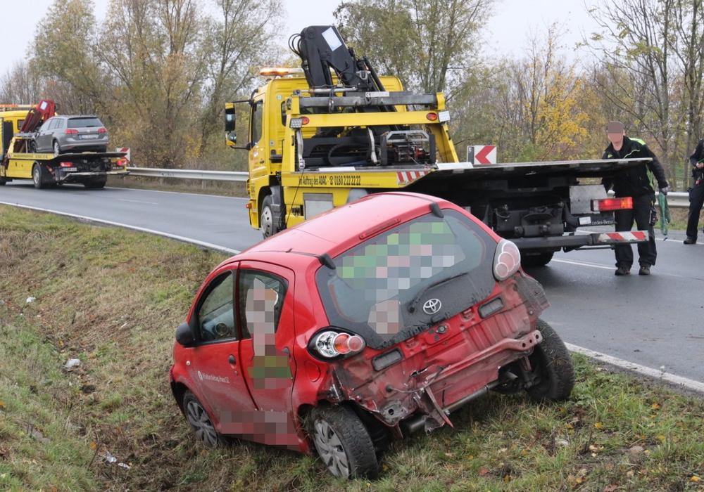 Beide Autos mussten abgeschleppt werden. Fotos: Rudolf Karliczek