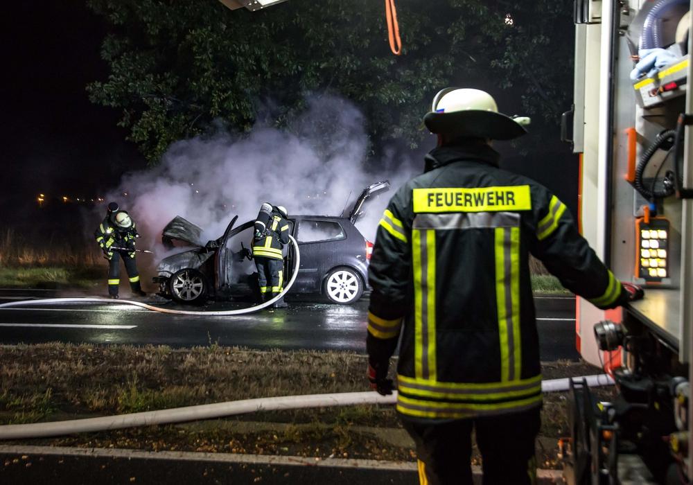Auf der Nord-Süd-Straße brannte am Montagabend ein Auto. Fotos: Karliczek