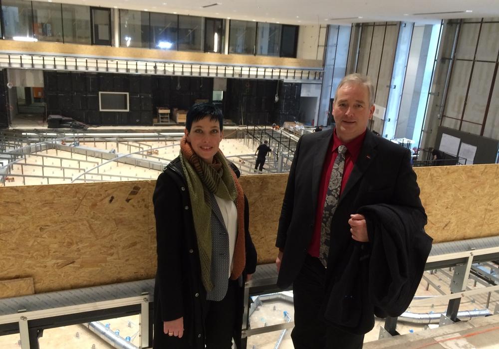 Sarah Grabenhorst-Quidde und Frank Oesterhelweg in der Plenarsaal-Baustelle. Foto: CDU