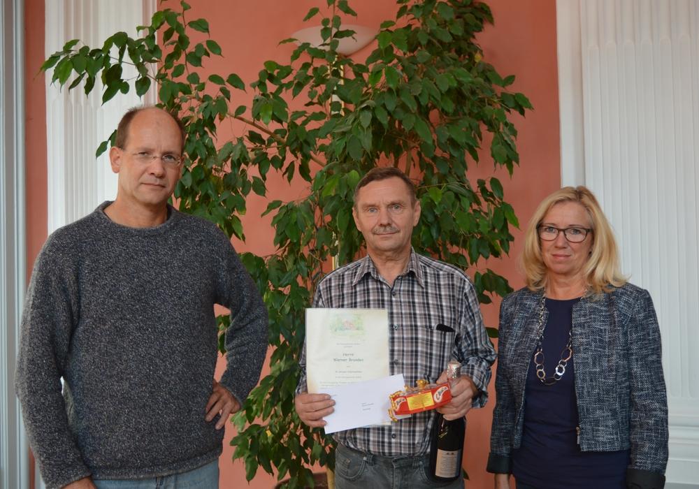 Gratulation zum 30-jährigen Arbeitsjubiläum: Michael Waßmann, Werner Brandes, Petra Eickmann-Riedel. Foto:Privat