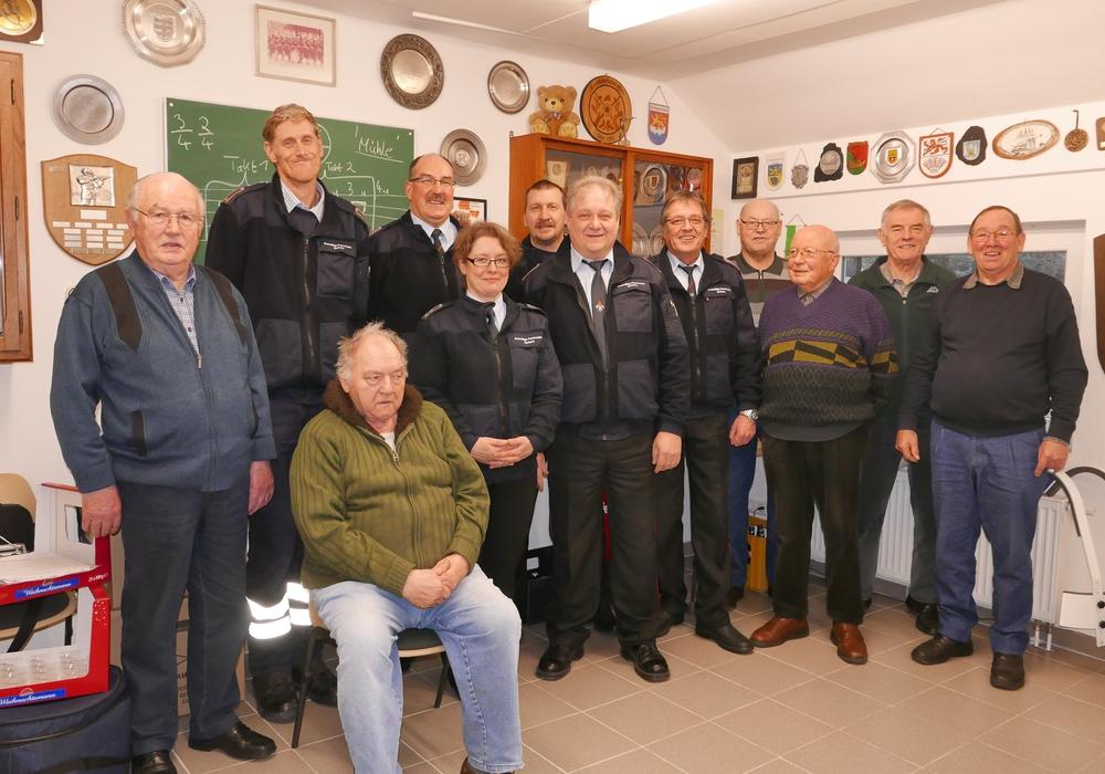 Gruppenfoto mit den Kameraden der Alters- und Ehrenabteilung und den Kameraden des Kommandos. Foto: privat