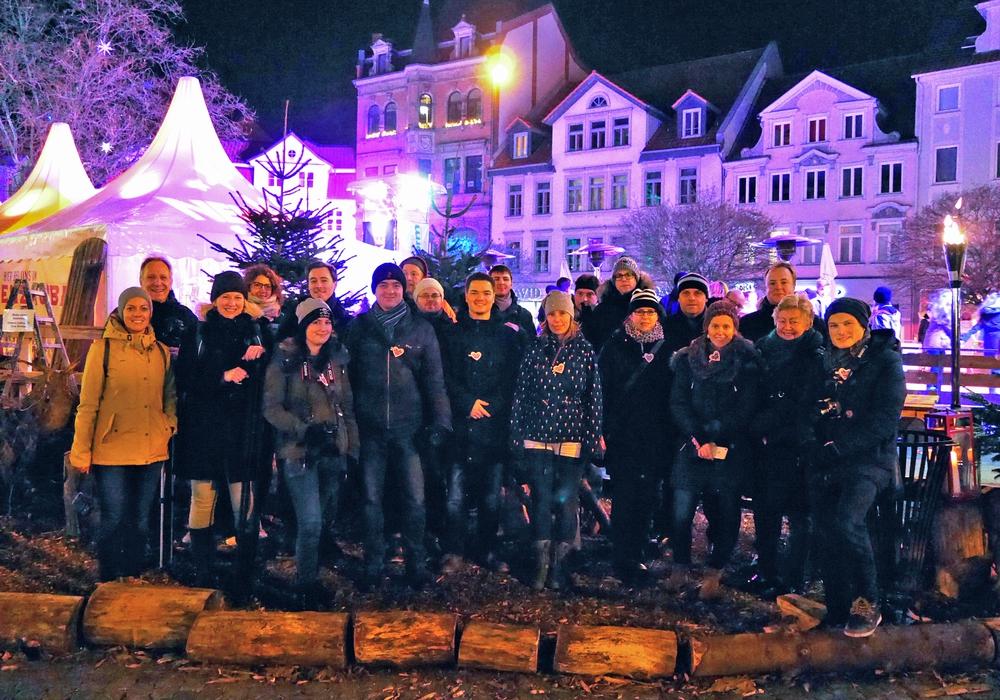 Das Foto zeigt die Instameet-Gruppe an ihrer zweiten Station vor dem Eiszauber auf dem Kohlmarkt. Über eine Veröffentlichung freuen wir uns sehr. Foto: Braunschweig Stadtmarketing GmbH