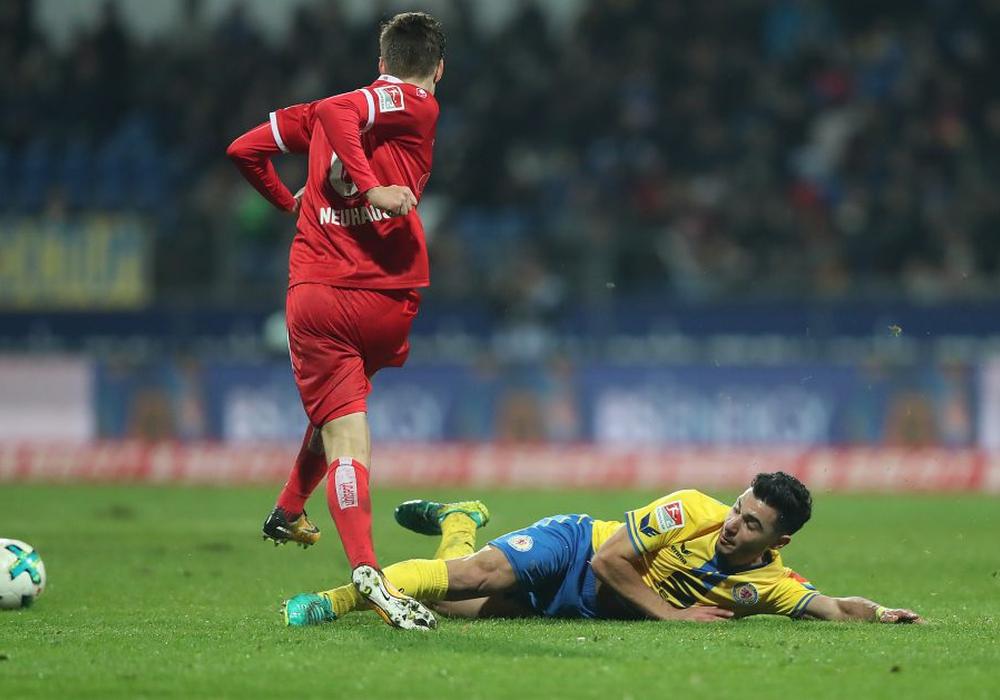 Bauchlandung: Özkan Yildirim und Eintracht Braunschweig lassen gegen Düsseldorf viele Fragen offen. Fotos: Agentur Hübner