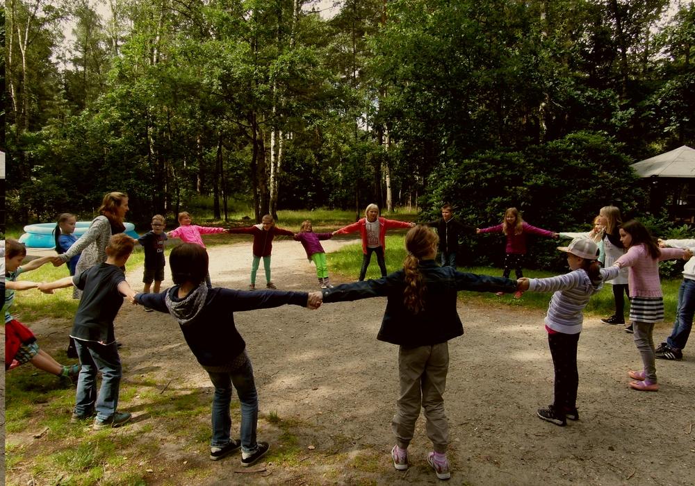 Gemeinsames Spielen auf der Kinderfreizeit. Foto: KKJD Peine