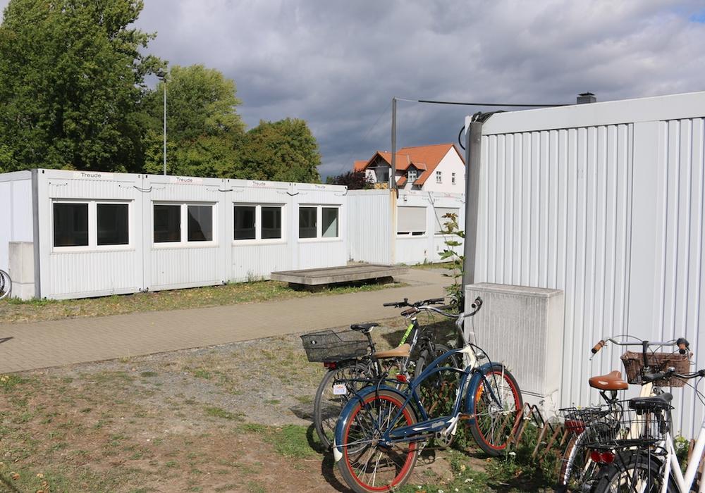 Mit Containern soll kurzfristig Platz geschaffen werden. Symbolbild: Werner Heise