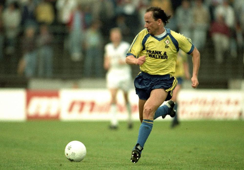 Europas Fußballer des Jahres im Eintracht-Trikot: Igor Belaow 1991 gegen den SV Meppen. Foto: Imago/Rust