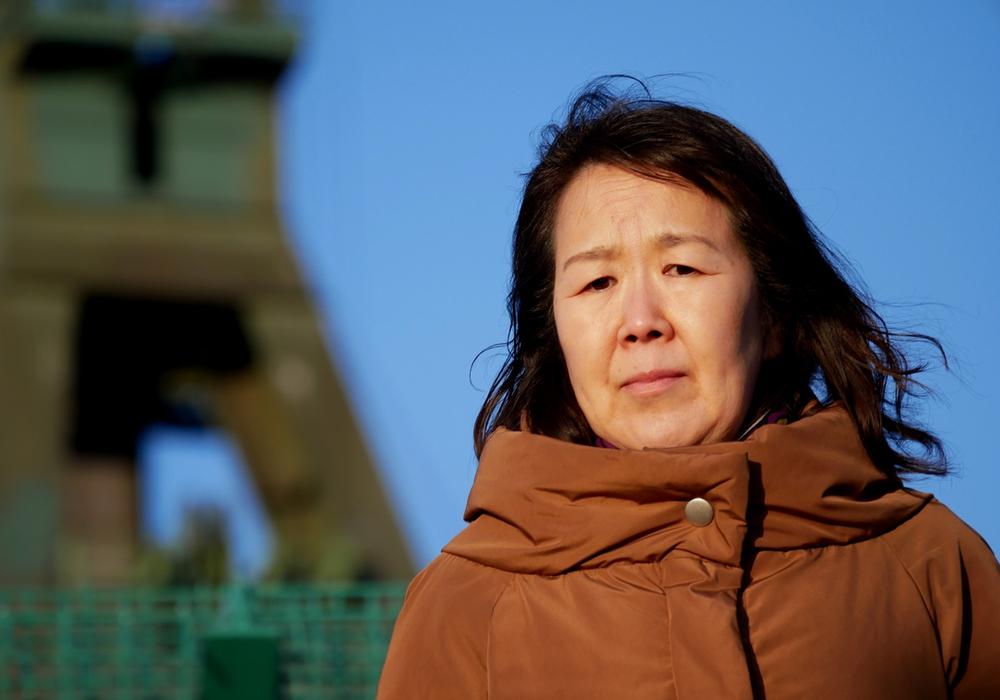 Die japanische Zeitzeugin Shinobu Katsuragi berichtet über das Leben nach der Katastrophe von Fukushima. Foto: Alexander Panknin