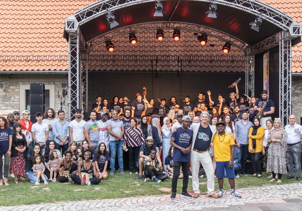 """Gruppenfoto der Teilnehmer des """"One World - One Future"""" Projekts der Sophia-Bildungsgesellschaft. Foto: Rudolf Karliczek"""