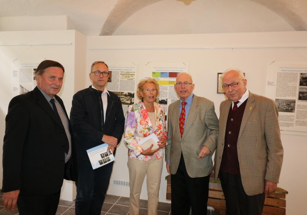 Im Bild die Vertreter  der BSL und Blankenburgs Hartmut Wegner, Andreas Flügel,  Christa Grimme, Harald Schraepler und Dieter  Lorenz bei der  Ausstellungseröffnung. Foto: privat