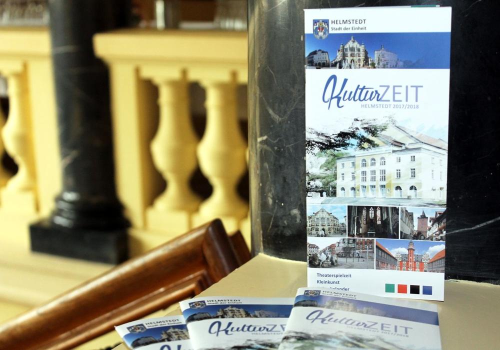 Die Broschüre bietet einen kompakten Überblick über die in Helmstedt angebotenen Veranstaltungen. Foto: Stadt Helmstedt