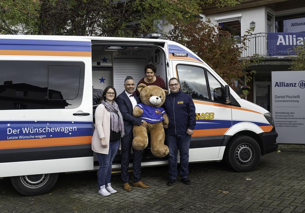Spende an den Wünschewagen durch die Allianz Generalvertretung Daniel Piscitelli Wolfenbüttel. Foto: ASB/J.Hiltmann