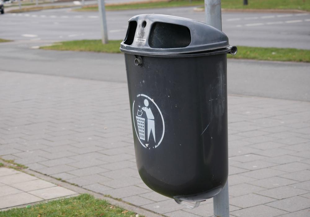 Die CDU im Stadtbezirksrat fragt an, wo die Abfallbehälter an den Wegen um den Golfplatz in der Lindenbergsiedlung hin sind. Symbolfoto: Alexander Panknin
