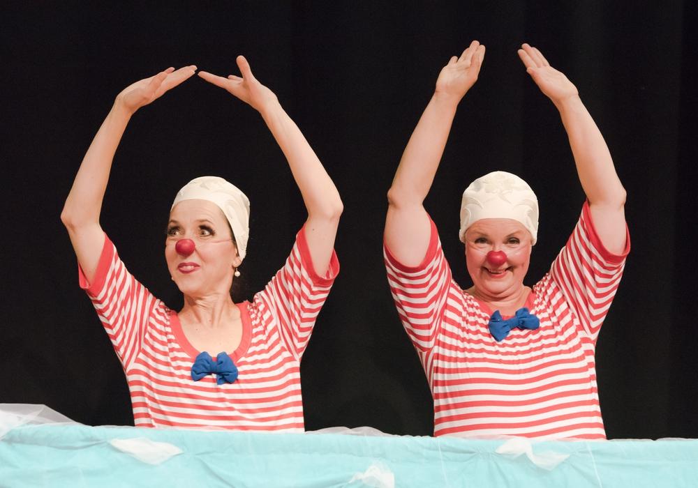 """Am 5. August präsentieren die Clownixen das Stück """"Schwimmen"""" erneut auf dem  Bauspielplatz Westhagen. Foto: Stadt Wolfsburg"""