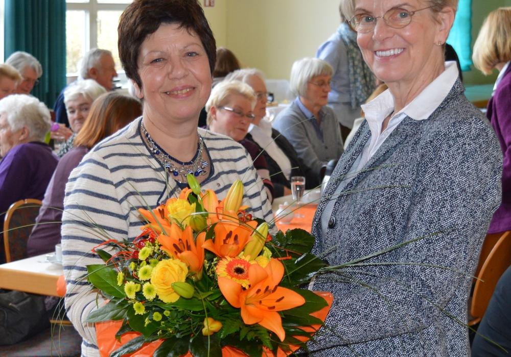 Christine Wagenführ (rechts) dankt Margit Richert für ihren Vortrag. Foto: Privat