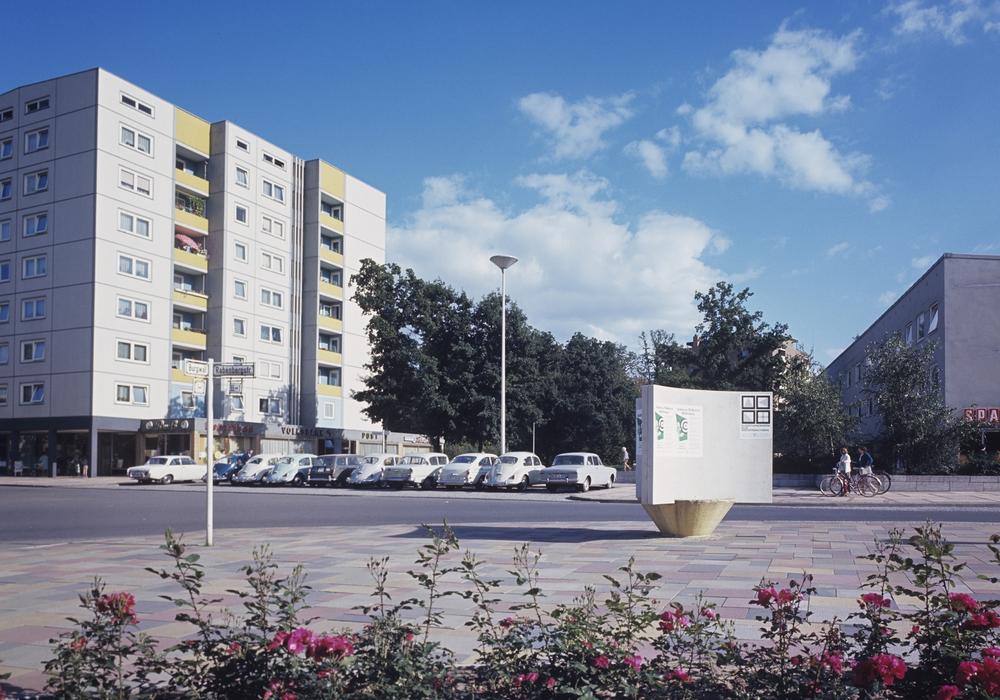 Der Rabenbergplatz im Jahr 1966/Quelle: Stadt Wolfsburg, Institut für Zeitgeschichte und Stadtpräsentation, Fotograf unbekannt.