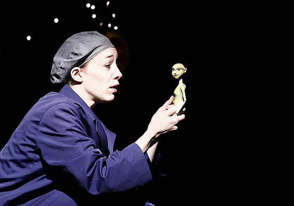 """Figurentheater Miriam Paul zeigt """"Lenas Fenster"""". Foto: Veranstalter"""