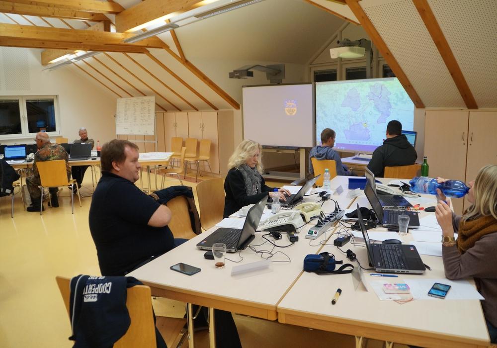 Der Katastrophenschutzstab des Landkreises probt 24 Stunden rund um die Uhr den Ernstfall. Fotos: Landkreis Wolfenbüttel