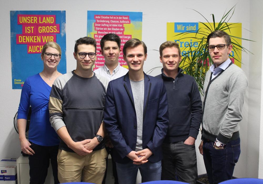 Christina Balder, Max Weitemeier, Adam Vuckic, Vincent Schwarz, Rasmus Hilgner und Philipp Literski (v.l.n.r.). Es fehlt: Piet Schwarz. Foto: FDP