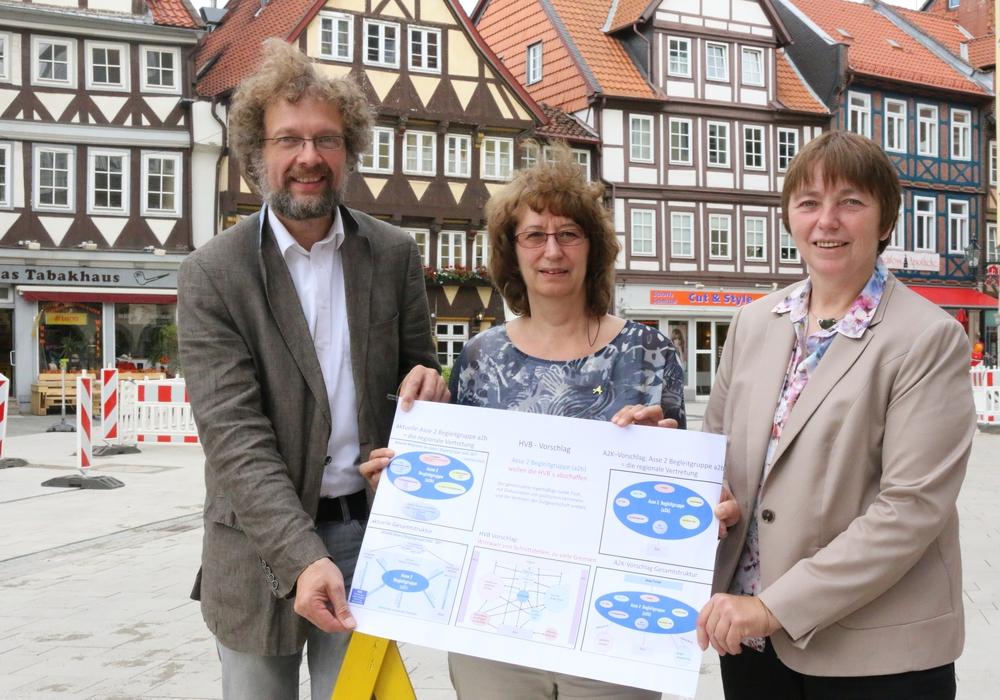 Andreas Riekeberg, Heike Wiegel und Christiane Jagau informierten über die Kritik des Asse 2-Koordinationskreises. Foto: Werner Heise