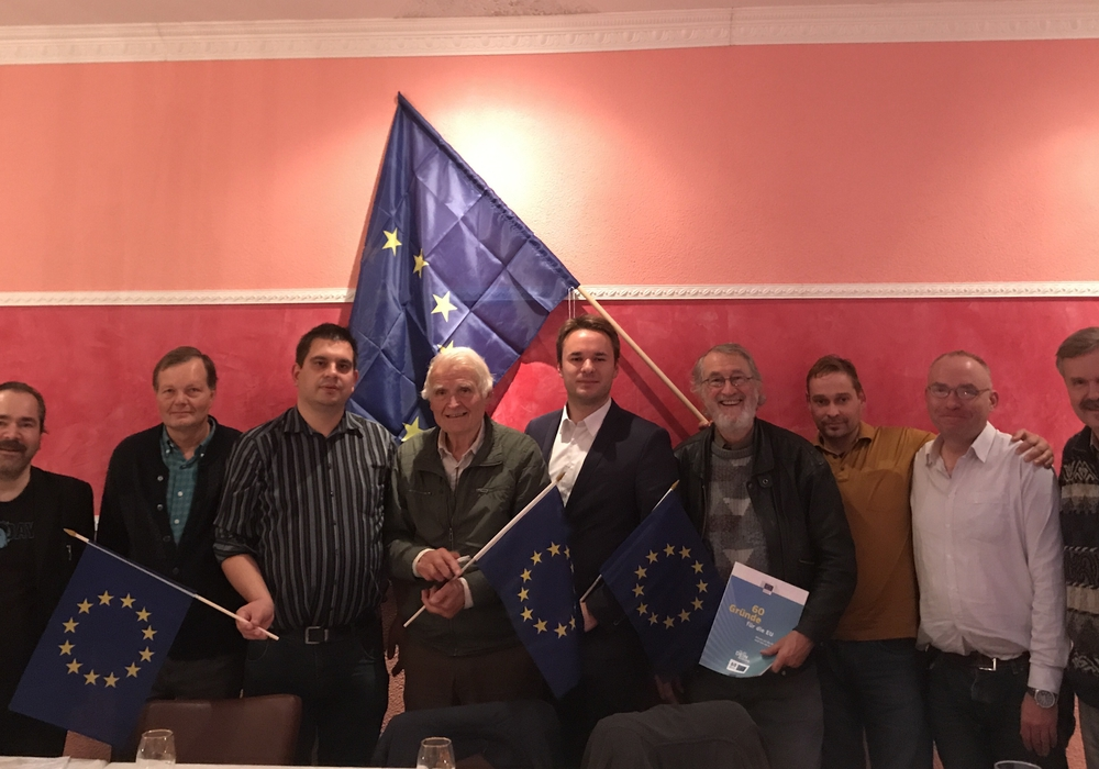 Der neu gewählte Vorstand der Europa-Union mit Beisitzern. Foto: Helge Böttcher
