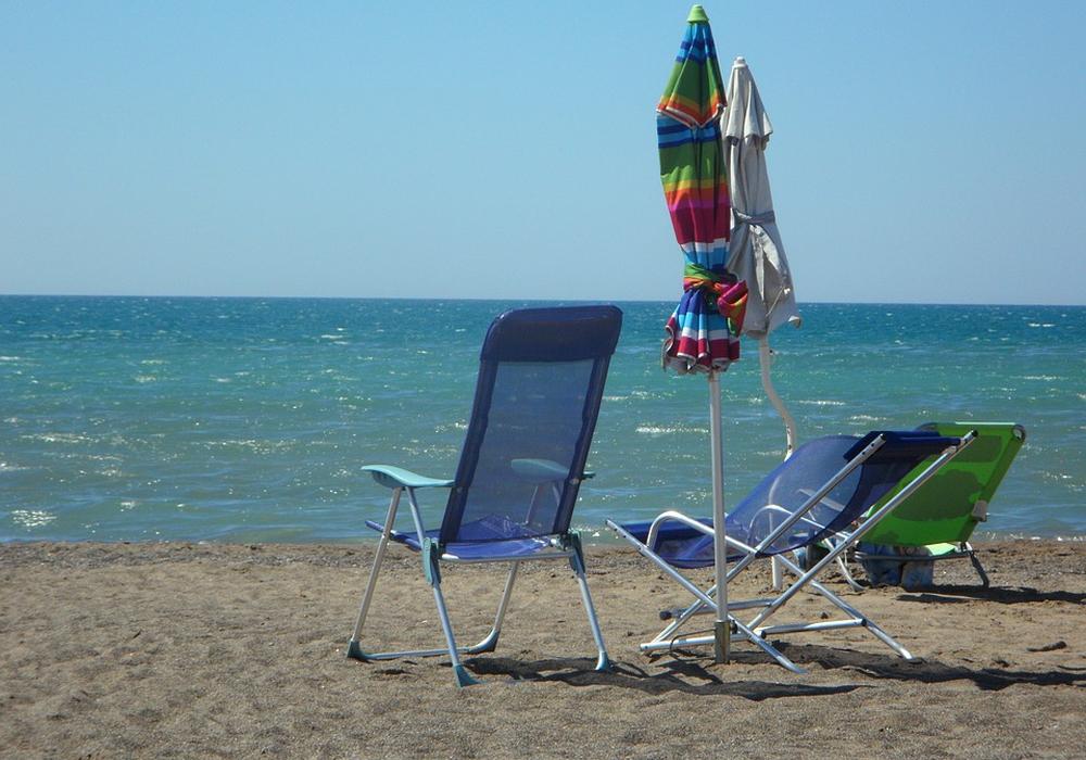 Ob aus dem Strandurlaub etwas wird, bestimmen die Regelungen vor Ort. Sie sollten sich über die Lage am Urlaubsort vor Antritt der Reise informieren. Symbolbild: pixabay