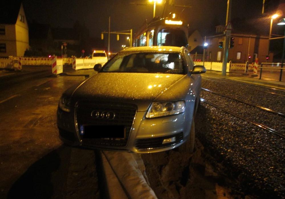 Diese Fahrt endete im Gleisbett. Foto: Polizei