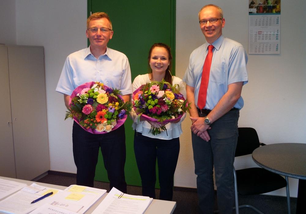 Die Samtgemeinde Oderwald freut sich über zwei neue Gesichter, Carolin Kohlberg (Auszubildende zur Verwaltungsfachangestellten) und Thomas Rosenthal (Fachbereichsleiter der Samtgemeindeverwaltung). Foto: Privat