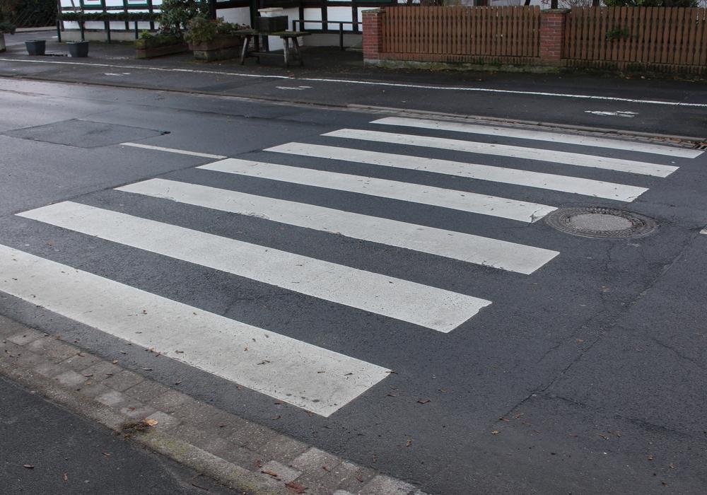 Ein Zebrastreifen auf dem Parkplatz würde einen falschen Eindruck erwecken. Symbolfoto: Alexander Panknin