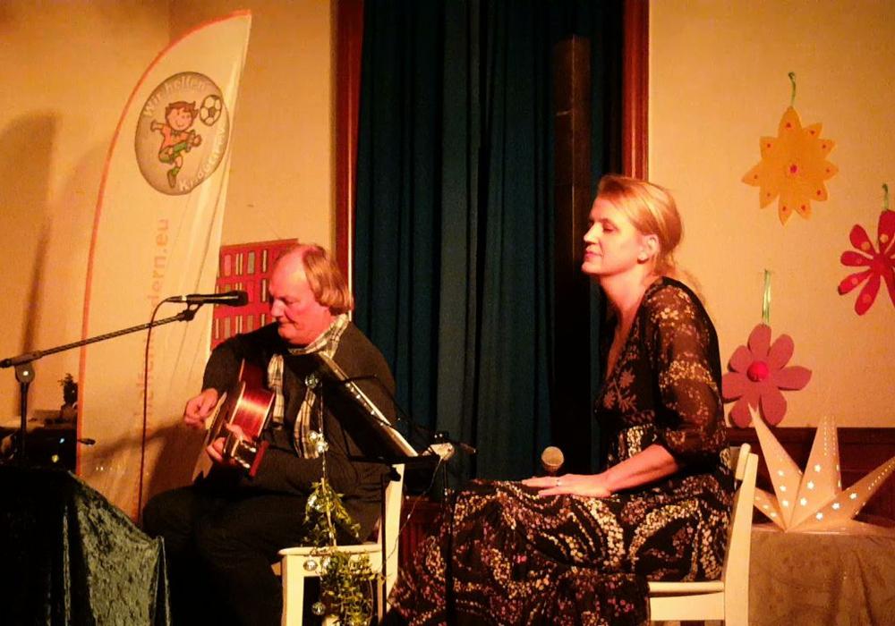"""Peter Kerlin und Britta Busse performten gemeinsam """"There Were Roses"""". Foto: Privat"""