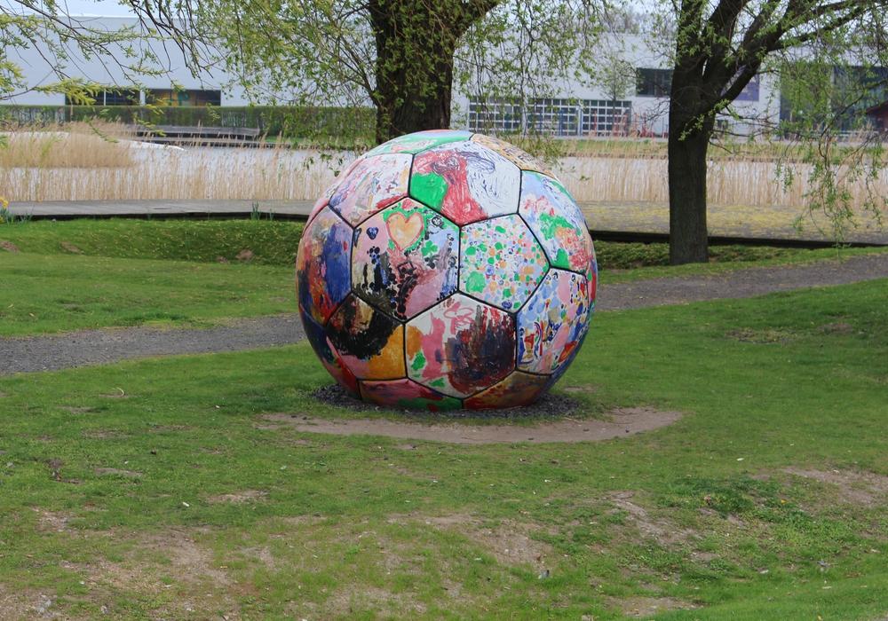 Gegen den Ball treten ist nicht gleich Fußball spielen. Symbolfoto: Bernd Dukiewitz