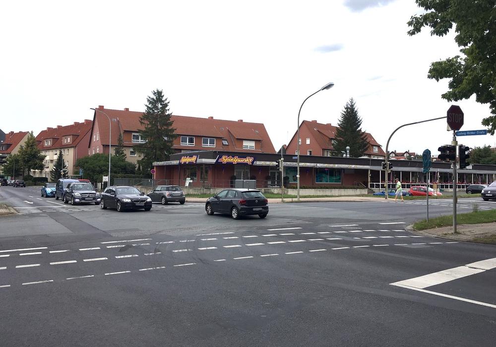 Diese Kreuzung soll 2020 zum Kreisverkehr umgebaut werden. Foto: Alexander Dontscheff