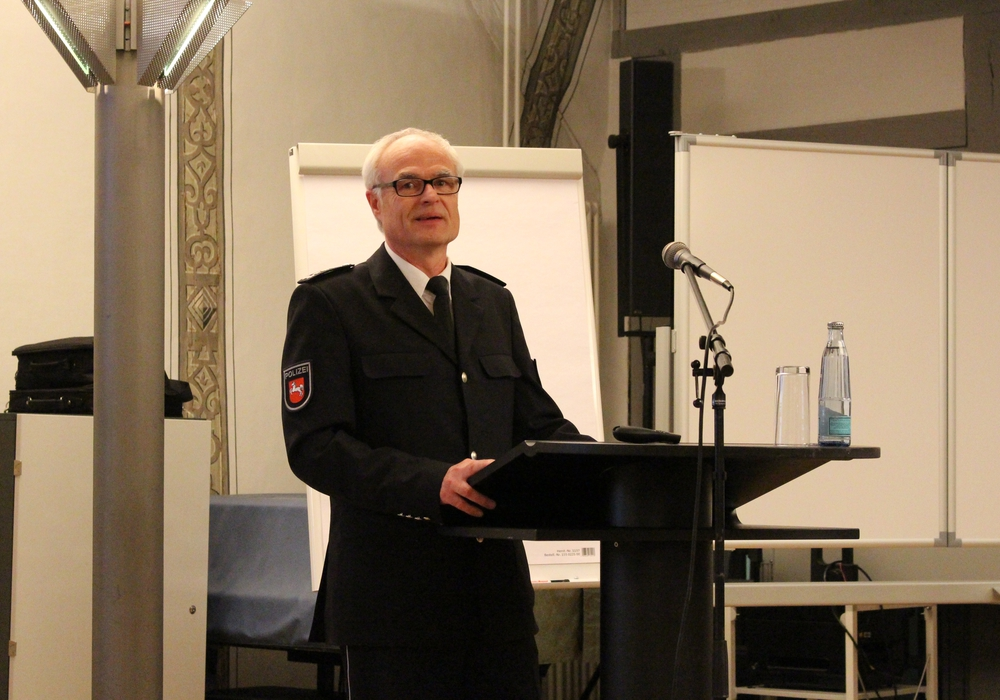 Thomas Arth, Leiter des Kriminalermittlungsdienstes stellte Zahlen aus der Kriminalstatistik 2015 vor. Foto: Max Förster