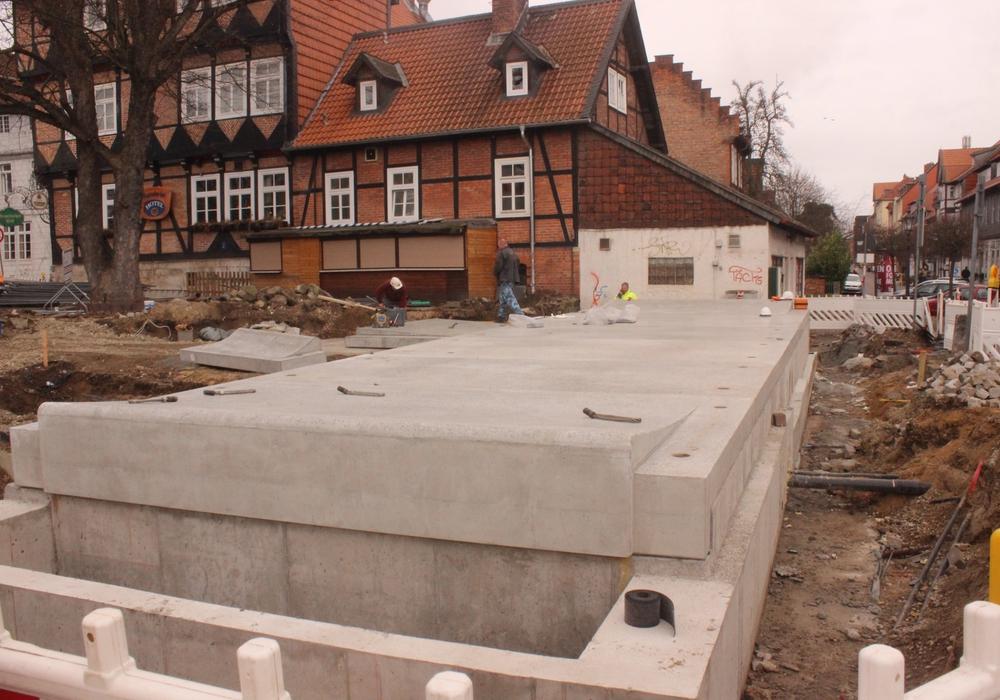 Das Wasserbecken an der Okerstraße nimmt Gestalt an. Foto/Video: Anke Donner