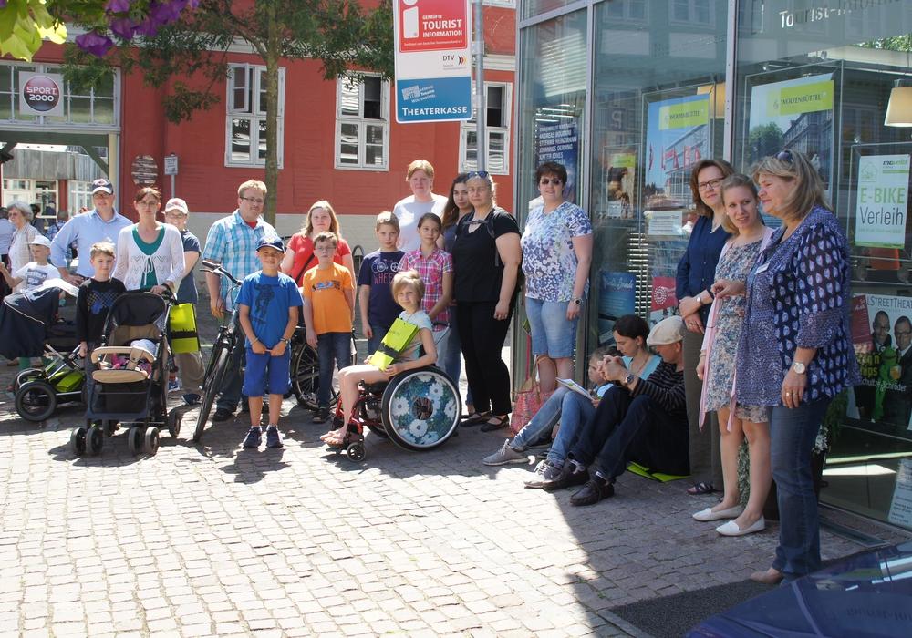 """Rund 20 Familien waren in diesem Jahr auf """"Schnitzeljagd"""" Eine von ihnen darf sich über den Titel """"Wolfenbütteler City-Familie 2015"""" freuen. Foto: Stadt Wolfenbüttel"""