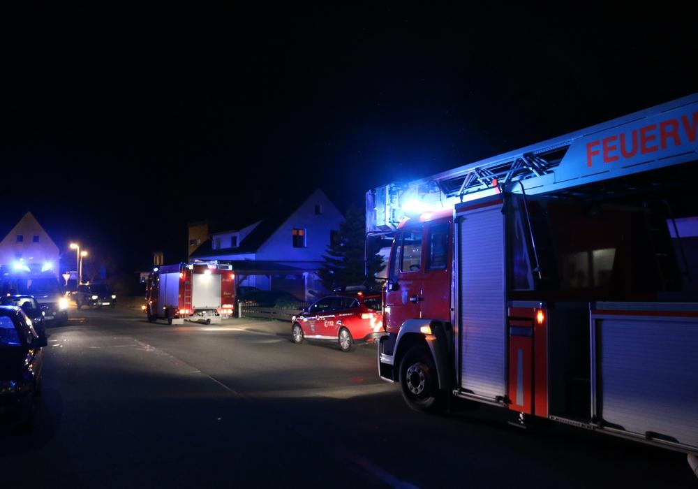 Aufregung am späten Donnerstagabend. Rettungskräfte eilten in die Elbinger Straße. Foto: Werner Heise
