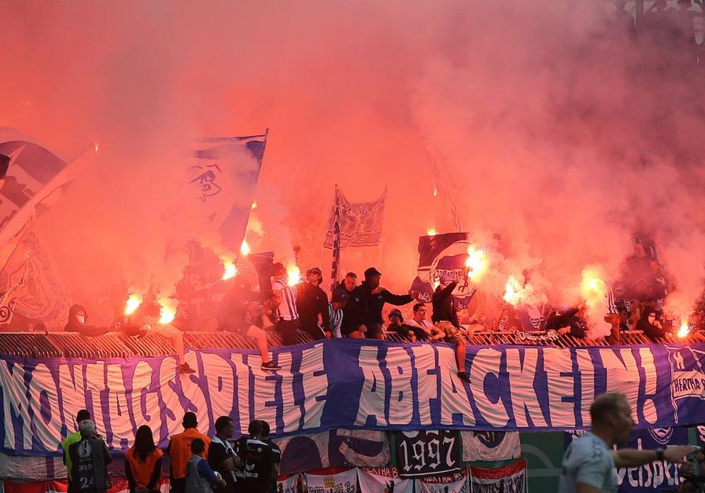 Transparent der Hertha-Fans am Montag im Eintracht-Stadion. Foto: Agentur Hübner