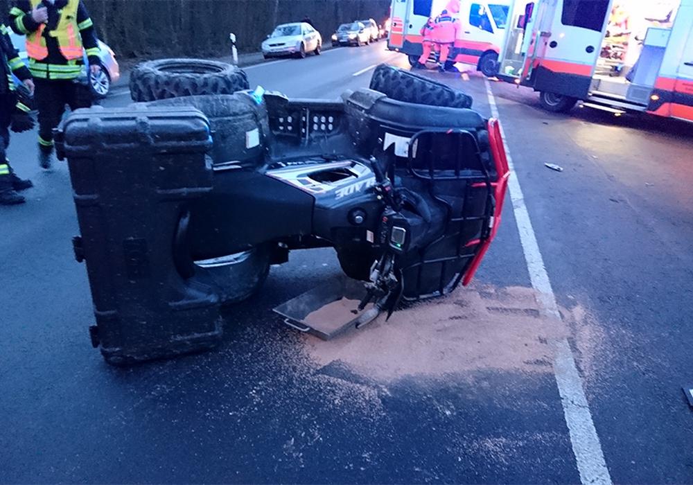 Wie durch ein Wunder wurde der Quad-Fahrer bei dem Chrash nur leicht verletzt. Foto: Feuerwehr Vechelde / Daniel Goebel