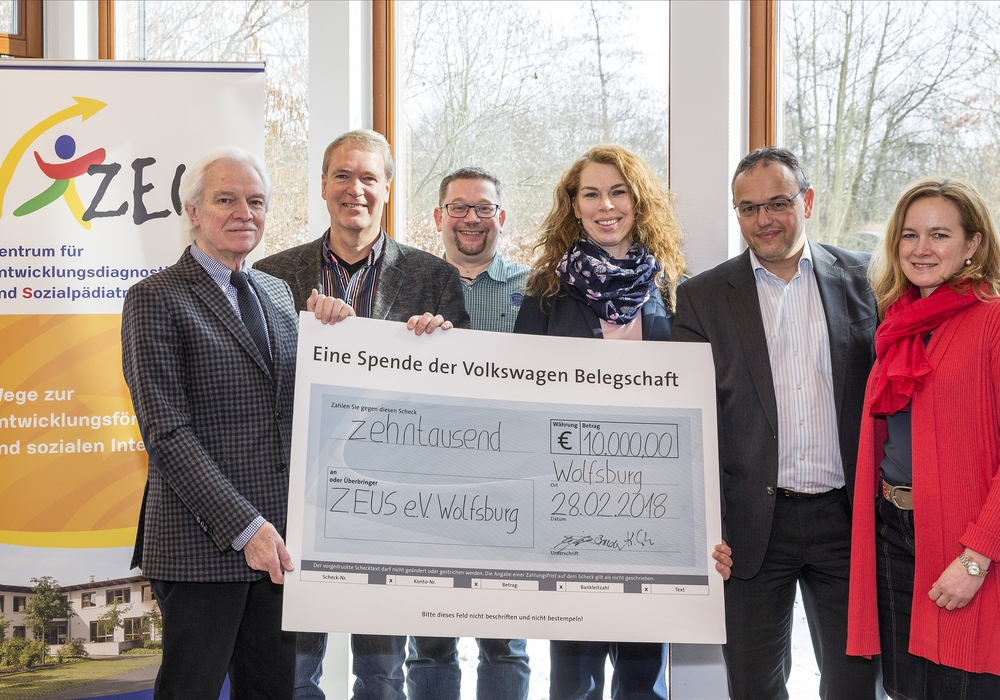 10.000-Euro-Belegschaftsspende an den ZEUS Eltern- und Freundeskreis im Klinikum Wolfsburg übergeben. Foto: Volkswagen