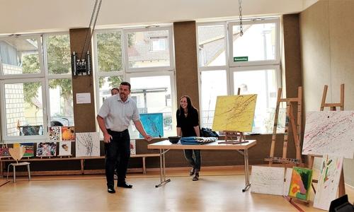 Bilderaktion. Bürgermeister Andreas Busch (links).