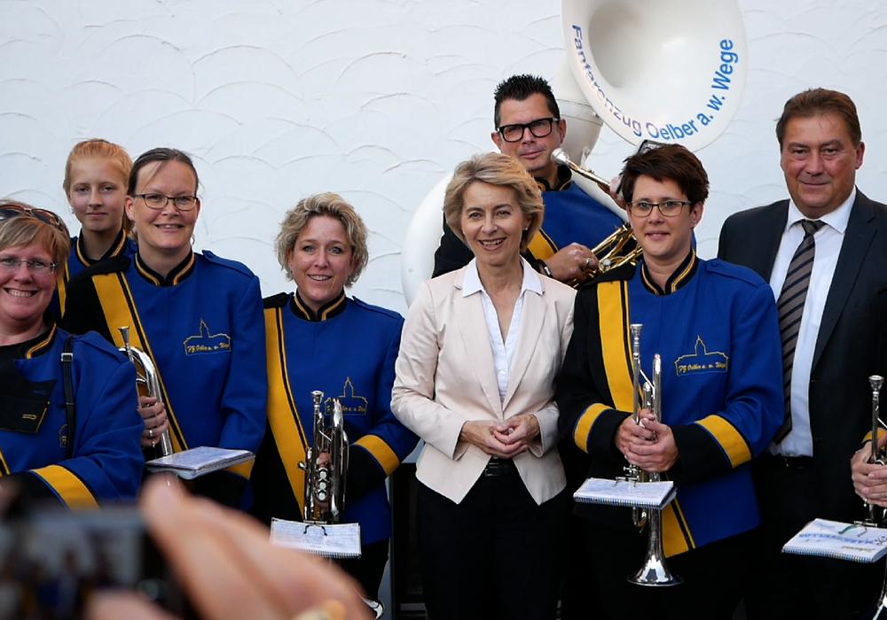"""Der Fanfarenzug """"Oelber am weißen Wege"""" begrüßte die Ministerin in Salzgitter-Bad und begleitete den Abend musikalisch. Videos/Foto: Alexander Panknin"""