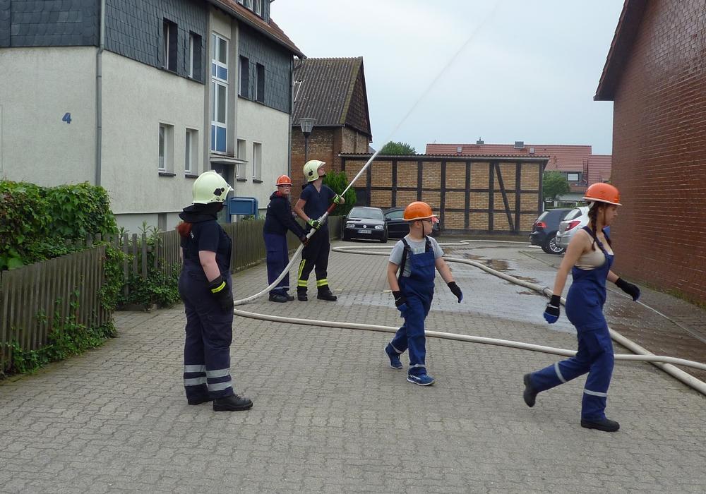 Jugendfeuerwehr Leinde übt den Ernstfall. Foto: Privat