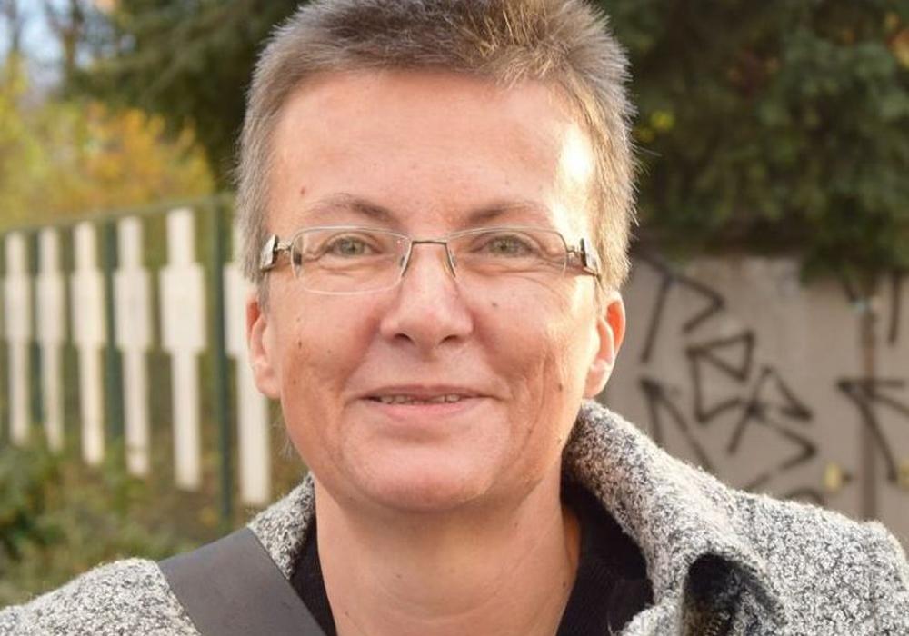 Kathrin Vogler referiert über Pazifismus. Foto: DIE LINKE
