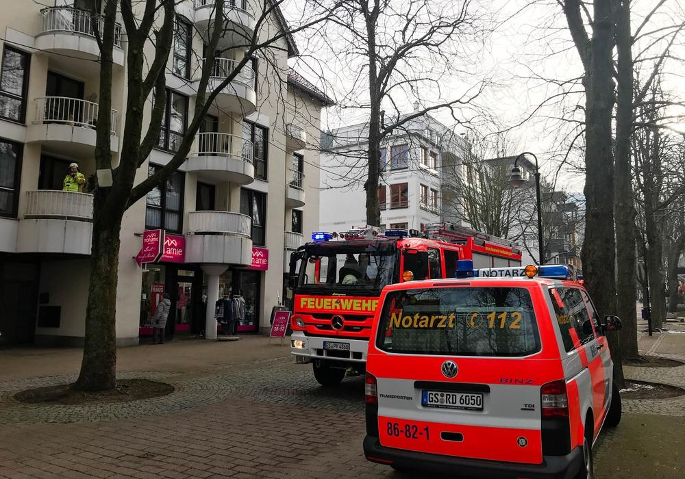 In der Herzog-Wilhelm-Straße soll ich eine hilflose Person hinter einer verschlossenen Tür befunden haben. Foto: Feuerwehr